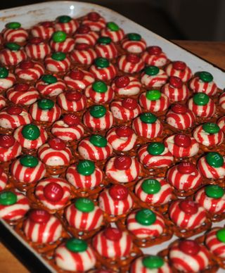 Peppermint Pretzel Melts 2