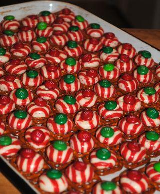 Peppermint Pretzel Melts 2